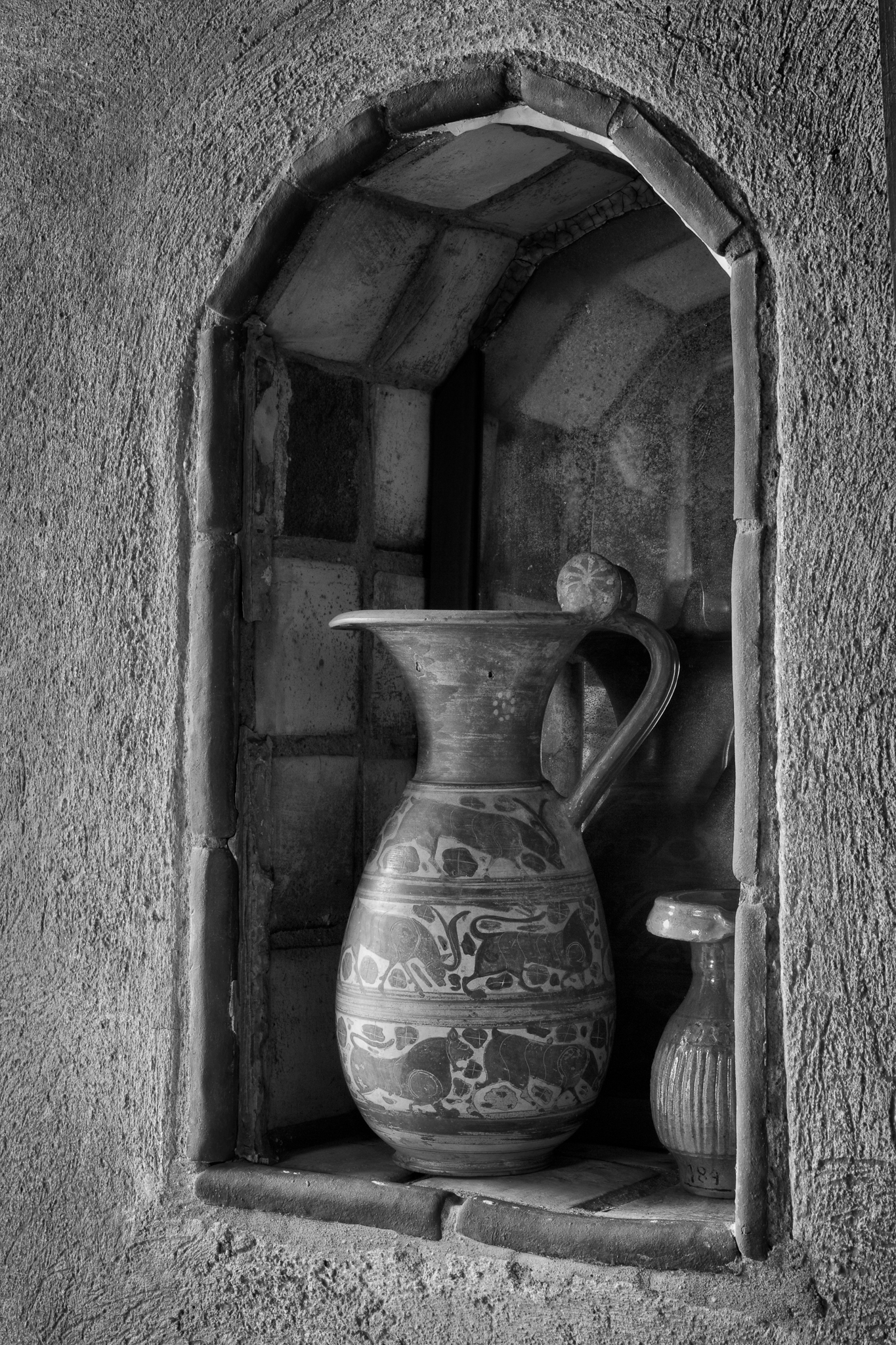 130519_Fonthill_Pitcher in Alcove by 2013.