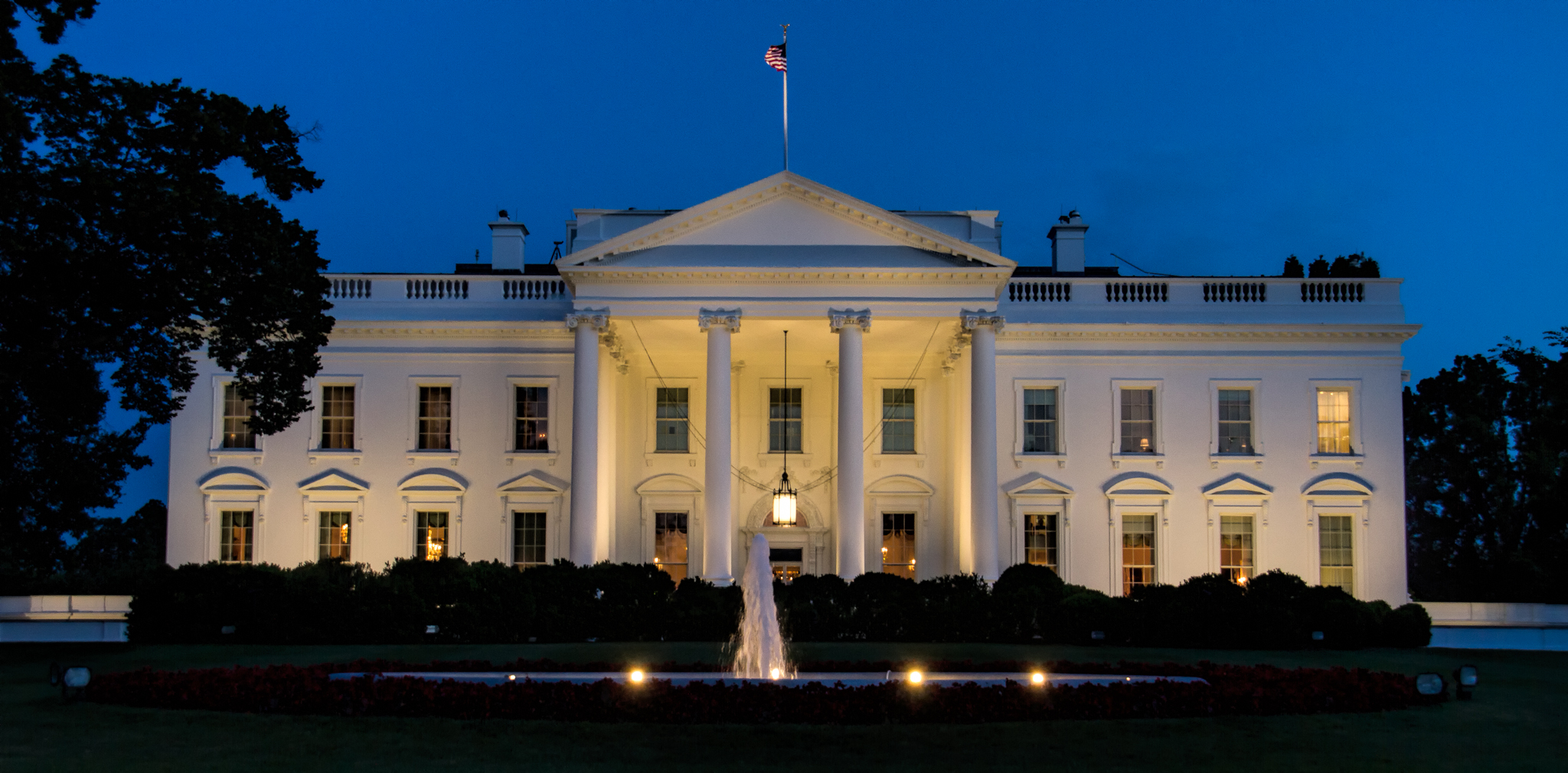 130608_WhiteHouse_Night by Karl G. Graf.